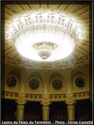 Lustre palais du parlement de Bucarest