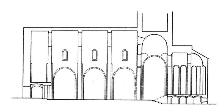 Eglise Saint Vincent de Cardona plan basilical en croix latine