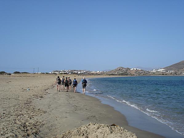 cyclades naxos marche sur la plage
