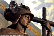 belgrade serbie statue de bois
