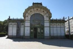L'une des deux anciennes stations de métro dessinées par Otto Wagner