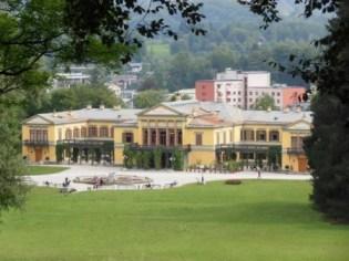 Vue sur la villa depuis le parc