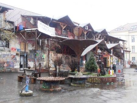 metelkova ljubljana quartier des artistes et des fêtards