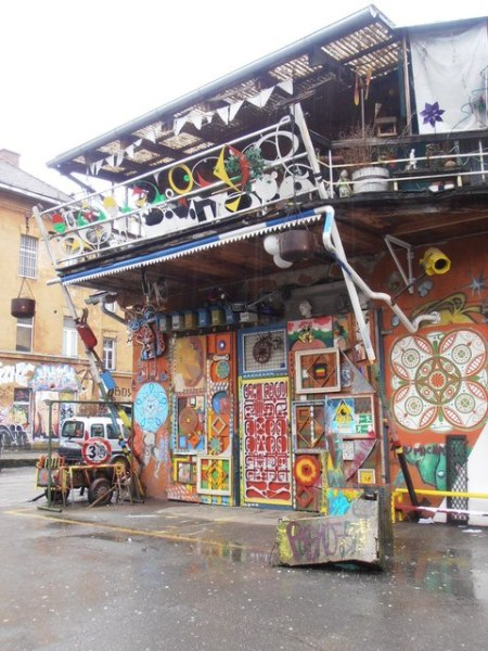 metelkova ljubljana batiments décorés par les artises