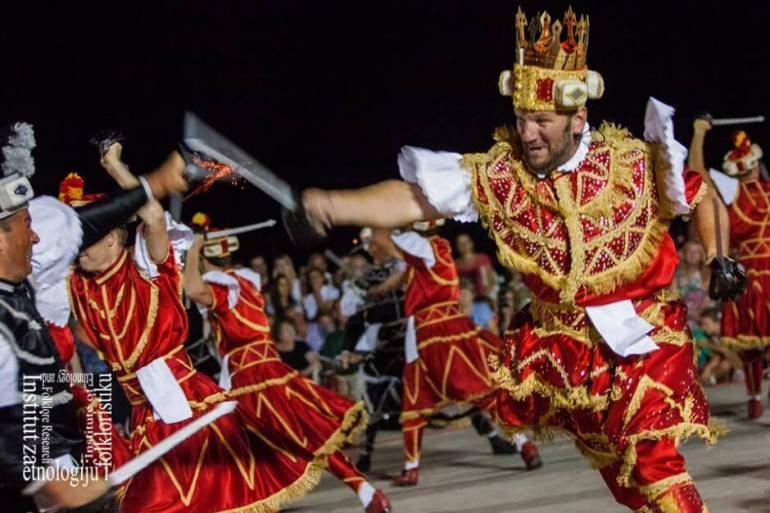Danse traditionnelle Moreska représentation à Korcula