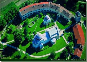 Monastere Studenica vue aerienne