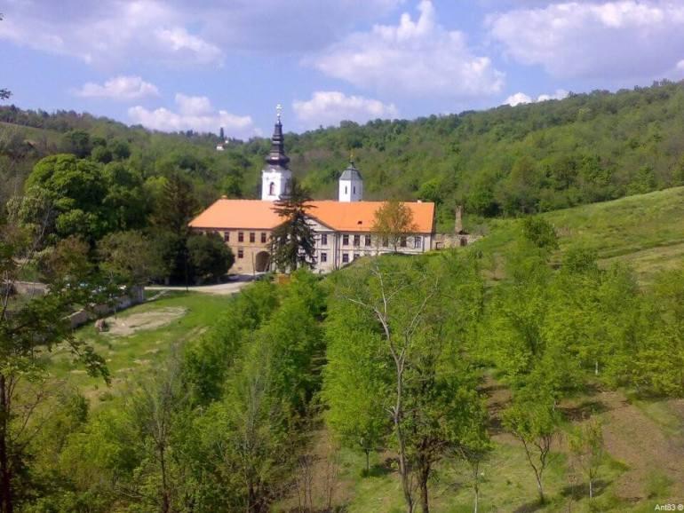 Monastère de Kuvezdin dans le parc national Fruska Gora
