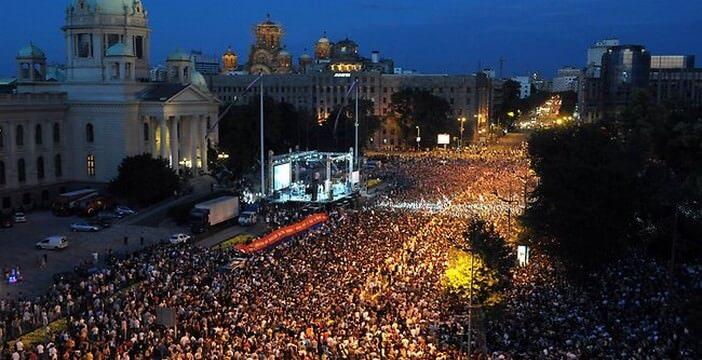 novak djokovic a belgrade devant-le parlement apres son triomphe a wimbledon