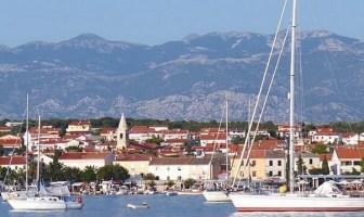 Novalja ville et port