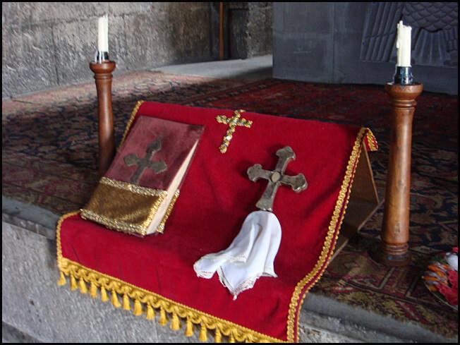 Sissian  Eglise Saint Jean autel