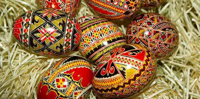 oeufs de paques décorés en roumanie