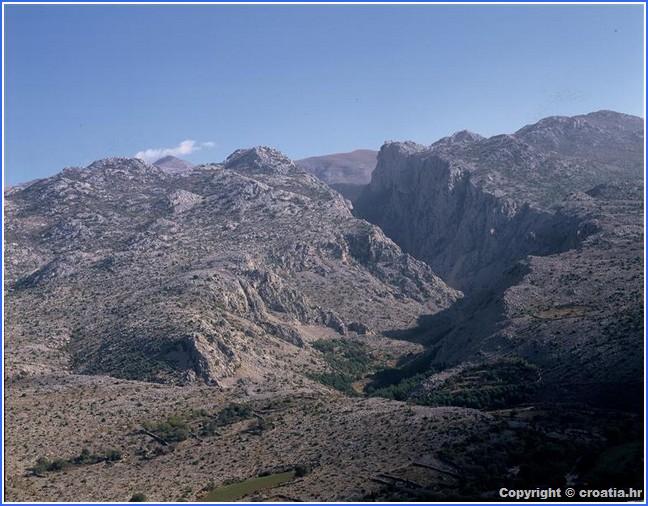 montagnes du parc de Paklenica en Dalmatie du nord