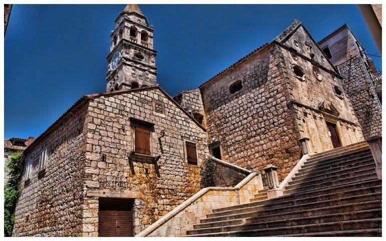 Centre historique de Vis clocher et maisons de pierre