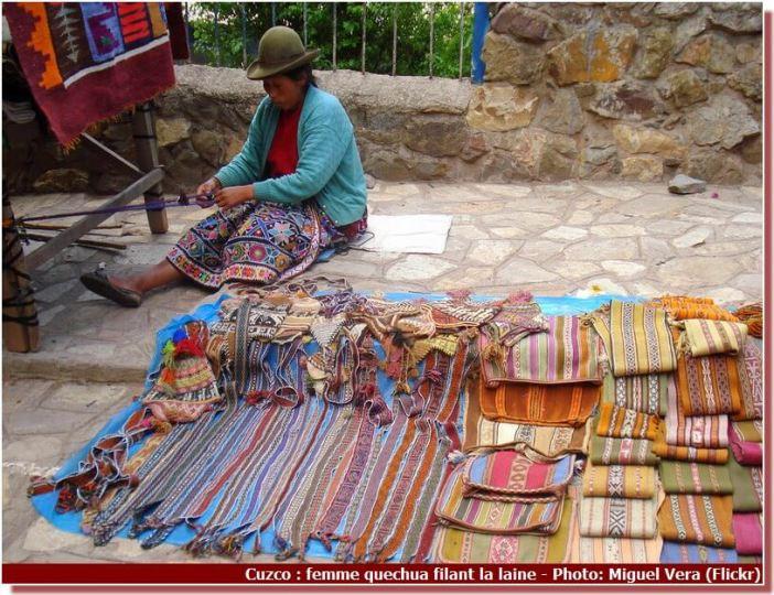 Cuzco Femme quechua filant la laine