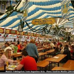 Munich Fruhlingsfest sous la tente Augustiner Brau