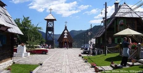 drvengrad ethnovillage kustendorf