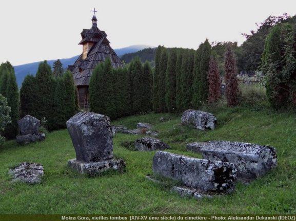 Mokra Gora vieilles tombes du 14ème et 15ème siècles près de l'église