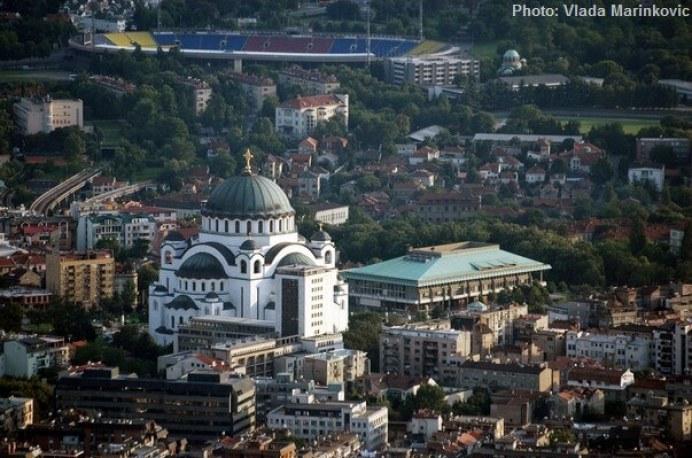 vue aérienne temple saint sava-et stade partizan de belgrade