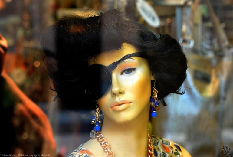 Vitrine de bijoux et vêtements à Belgrade