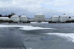 Nymphenburg petit lac glacé en hiver à Munich