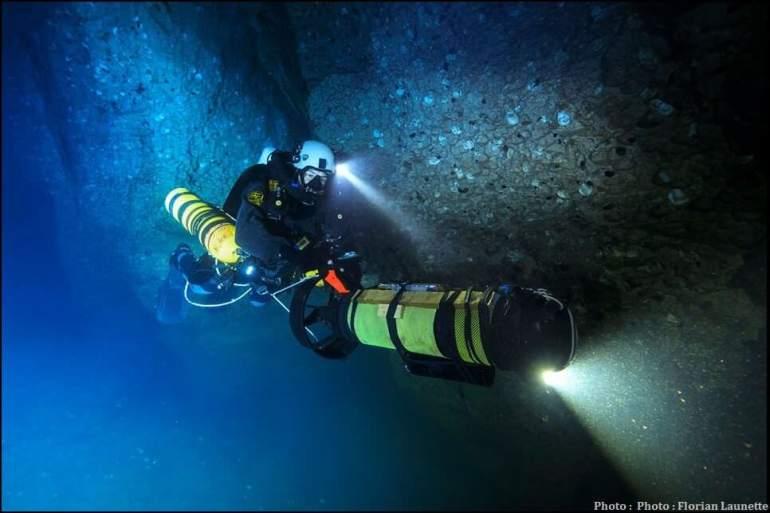 Plongée extrême dans le lac rouge d'Imotski réalisée par Frédéric Swierczynski