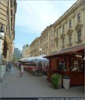 Zagreb rue et terrasses de cafés