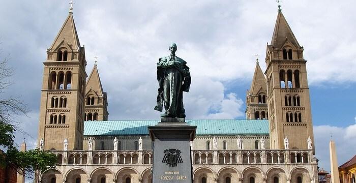Pecs cathédrale aux 4 tours