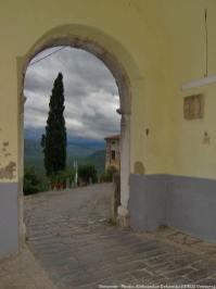 Motovun porche et rue pavée