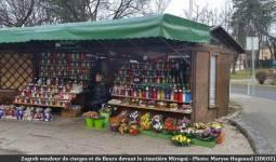 Zagreb vendeur de cierges devant le cimetière Mirogoj à Gornji Grad