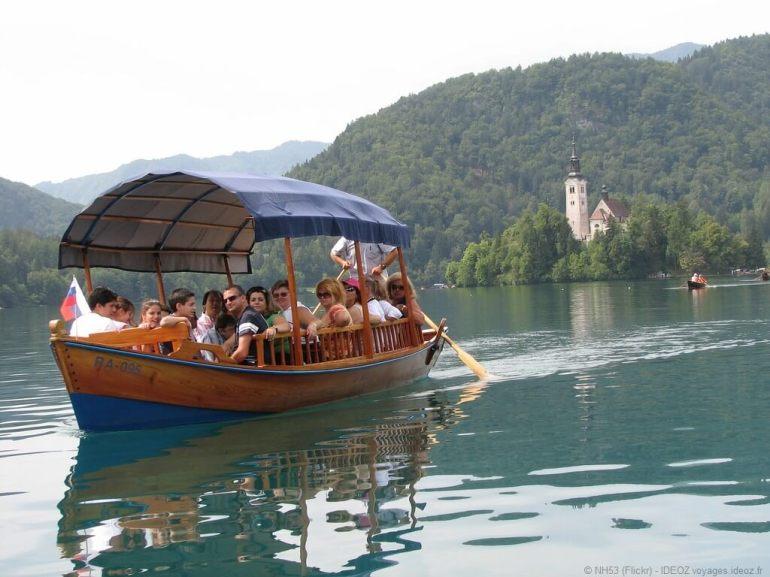 Pletna Gondole slovène sur le lac de Bled