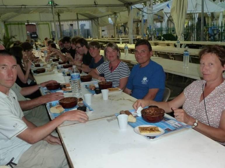fête du cassoulet de Castelnaudary repas sous le chapiteau lors de la soirée des bénévoles 2012
