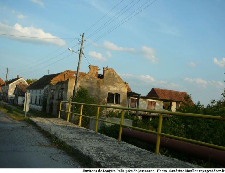 Traces de guerre en Croatie centrale près de Jasenovac et Lonjsko Polje