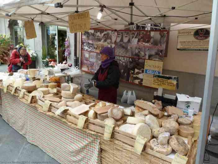 Vente de fromages de Pecora lors de la fête de la chataigne de Marradi