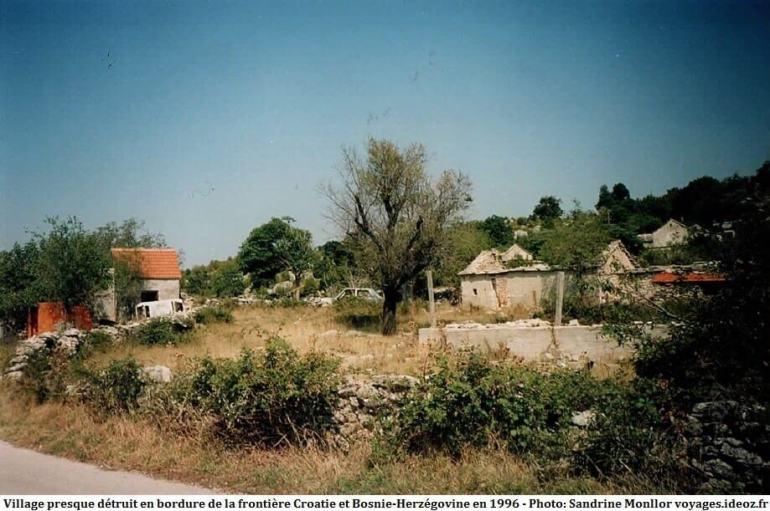 Décor de guerre en Croatie à la frontière de la Bosnie Herzégovine