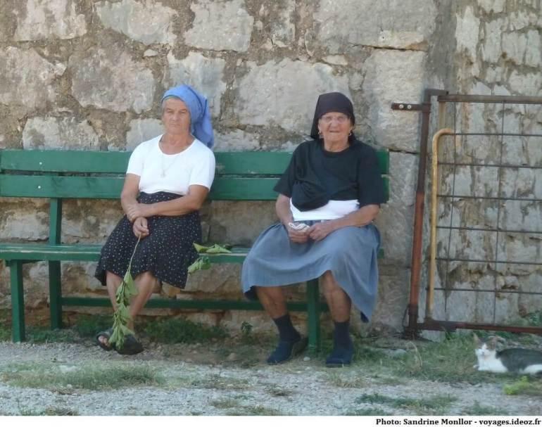 Portraits de vieilles femmes en Croatie en dalmatie du nord