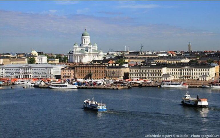 Port et cathédrale d'Helsinki en Finlande