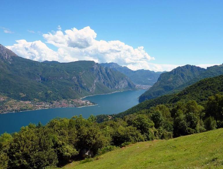 Panorama sur le lac de Come l'un des plus beaux lacs italiens