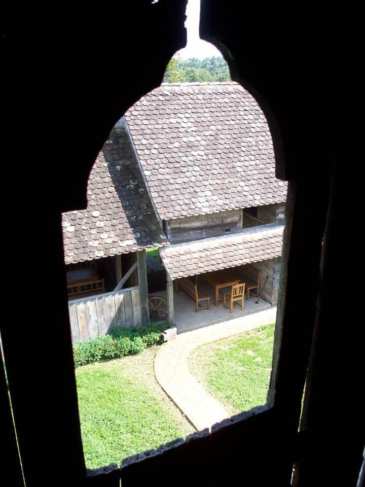 Stara lonja etno selo vue depuis le grenier