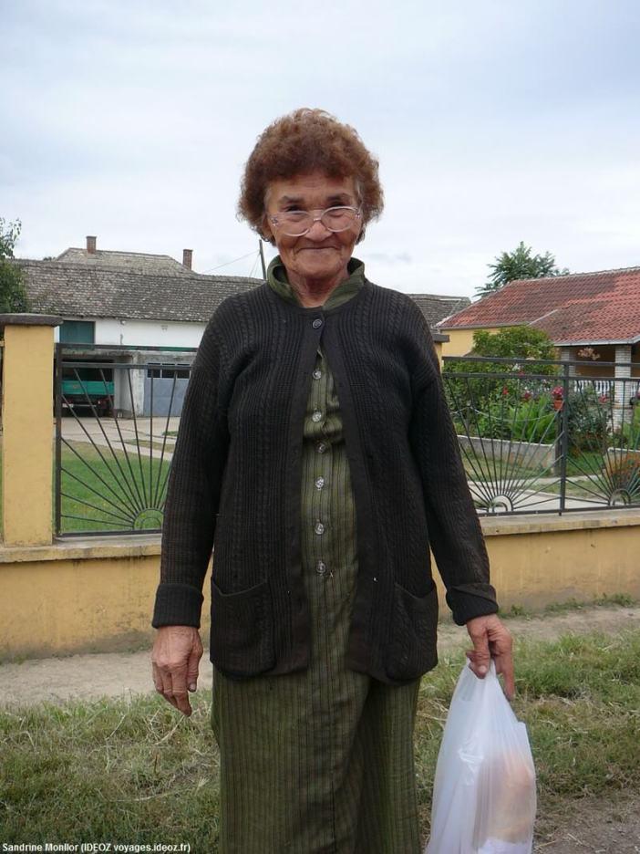 Baba serbe rencontrée sur la route vers le monastère Rajinovac