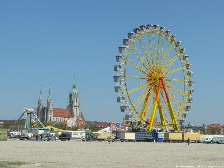 Panorama de la Fête foraine de la Fruhlingsfest à Munich
