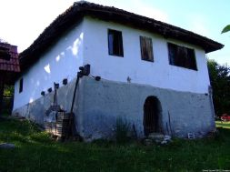 Arilje maison d'un hameau en Serbie