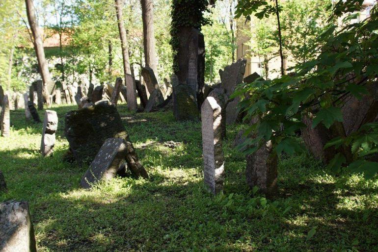 vieux cimetière juif de Prague tombes