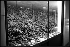 Camp d'Auschwitz Birkenau Musée tonnes de chaussures de victimes