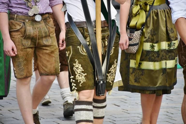 Culottes de peau bavaroise lederhose et jupe du dirndl