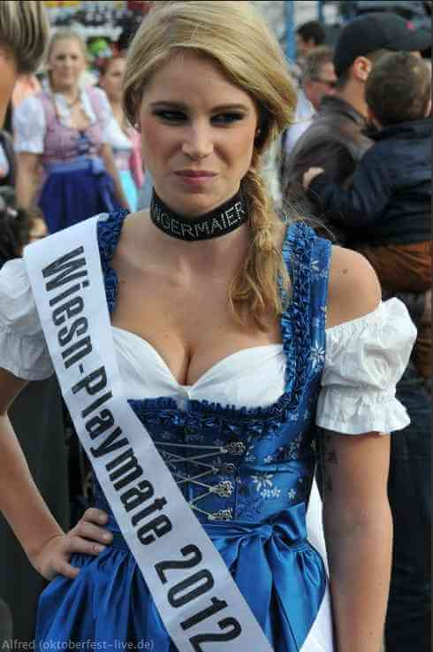 Kathrin Goppert en dirndl reine des playmates oktoberfest à Munich