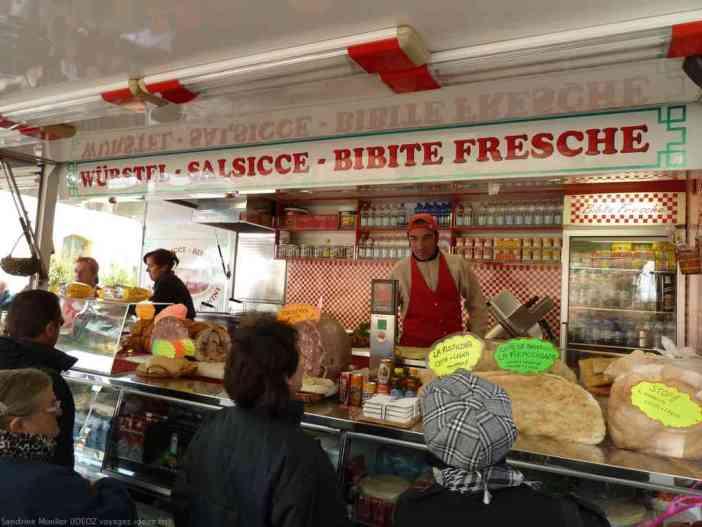Vendeur de porchetta et de saucisses italiennes