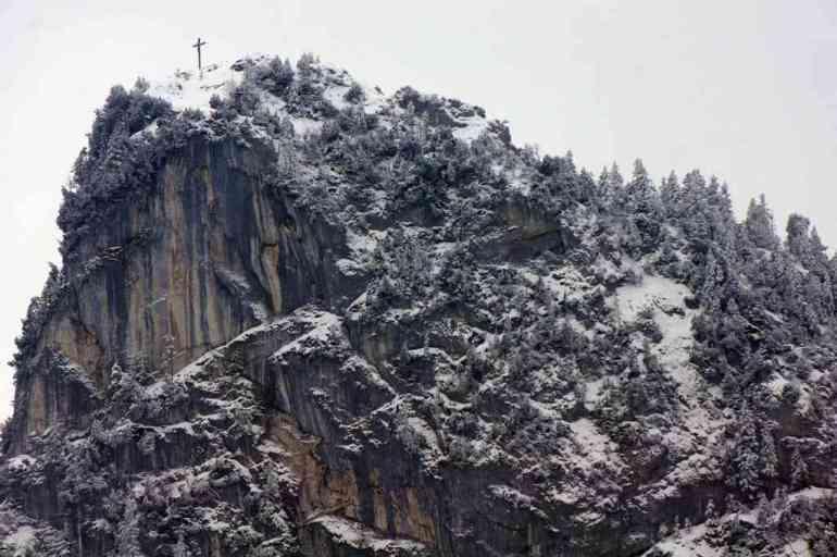 croix sur la montagne près d'Oberammergau