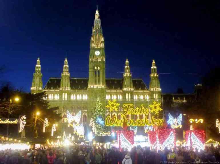 marché de noel de Vienne face à l'hotel de ville