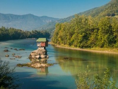 maison flottante en serbie