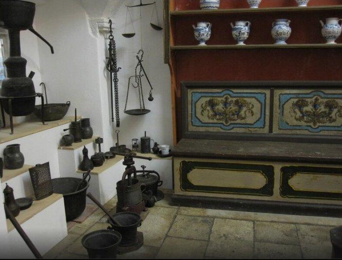 Dubrovnik vieille pharmacie du monastere franciscain datant du XVème siècle